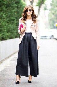 ヒールのあるパンプスと合わせて品のあるコーデに。おしゃれなスカンツのコーデ♪スタイル・ファッションの参考に☆