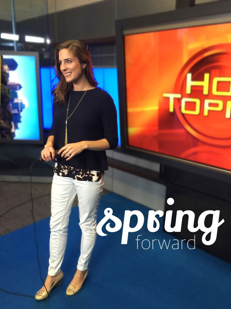 Hot Topics Host @hcat has Spring Fever! Check out this cool and casual maternity look!