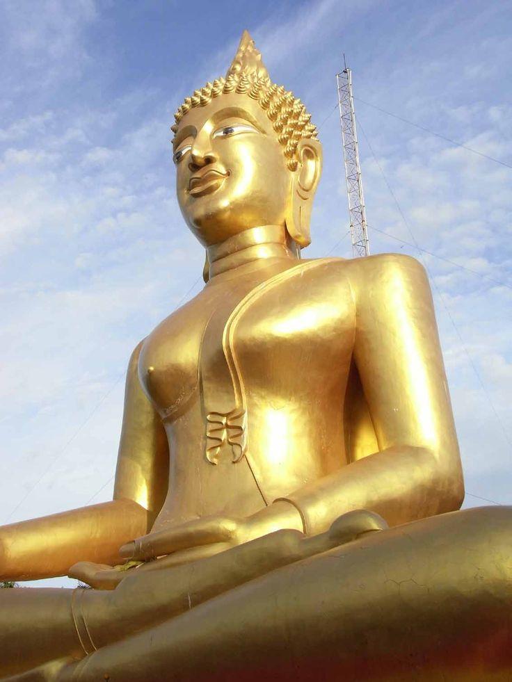 パタヤのワットプラヤイ寺院はゴールドの象をみたい。パタヤ旅行おすすめのスポット!