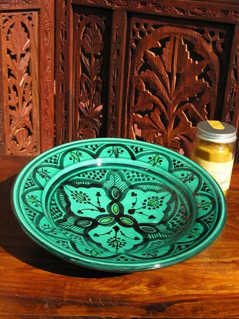Small Moroccan plate in traditional green design. http://www.maroque.co.uk/showitem.aspx?id=ENT01357&p=00738&n=all