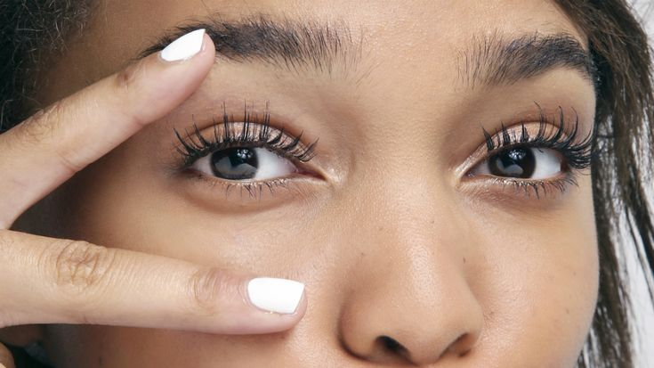 7 Amazing Tricks for the Best Eyelashes of Your Life | StyleCaster HI ALL THESE ARE SOME OF THE BEST TIPS I HAVE EVER READ. PIN IT, THATS A ORDER, READ TOO !!!! KAREN :)