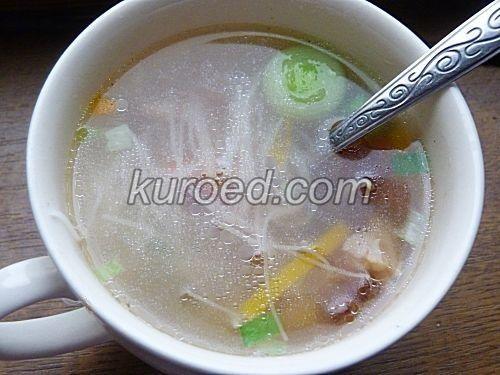 Быстрый китайский суп с овощами и рисовой лапшой