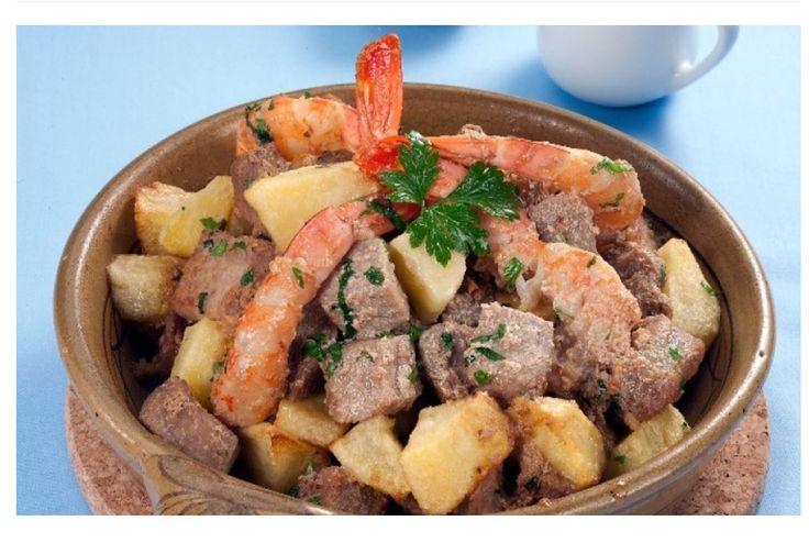 Um prato nutritivo e delicioso para uma refeição que se quer perfeita do princípio ao fim. Ingredientes: 800 g de carne de porco (cubos)...