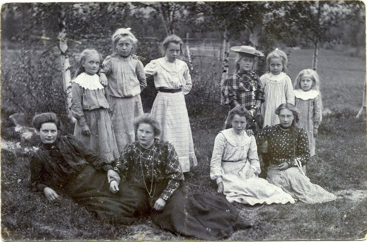 Group portrait of young girls - Sweden - c.1905  Studio: Anders Lind - Orsa