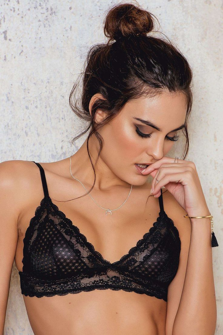 Your a cozy nightdream. The Lace Bralette by NA-KD is made in black lace and features adjustable shoulder straps and stretchy fabric. Looks great under a deep cut top!