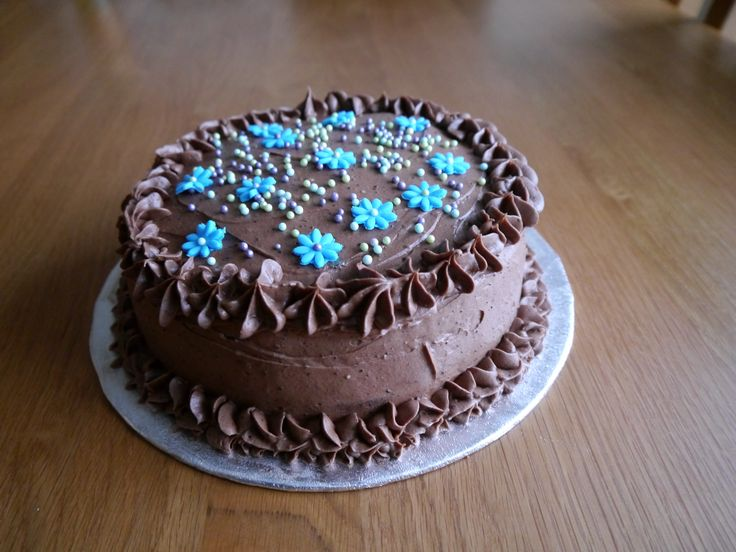 Chocolate cake with ocean pearls
