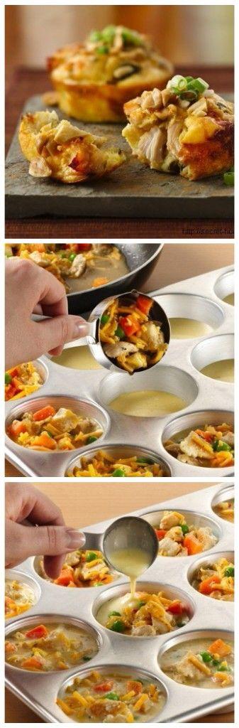 Чудные маффины с овощами и курицей  Готовится элементарно, а вкус волшебный!  Готовим классический бисквит, но без сахара. Можно добавить совсем немножечко, по вкусу.  Ингредиенты:  ●1 стакан муки, ●4 яйца ●щепотка соли  Приготовление:  Смажьте формочки подсолнечным маслом и добавьте немного смеси бисквита. Добавляем начинку - курица, морковка, лучок. И вообще, в начинку можете класть все, что душе пожелает! Как на пиццу)) Заливаем оставшимся бисквитом и отправляем в духовку на 25-30 минут…