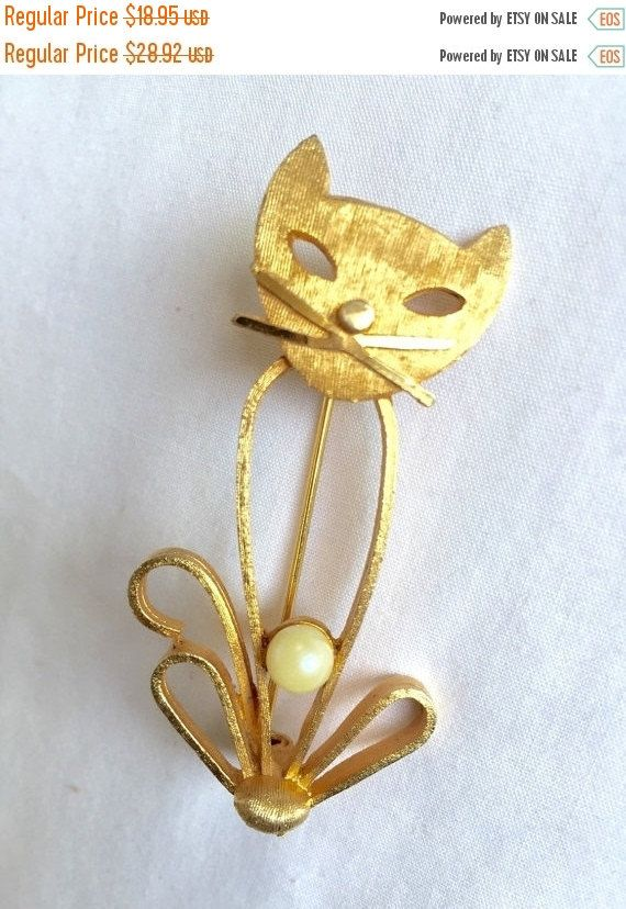 Coro Cat Brooch Vintage Cat Pin Stunning Vintage Matte Gold Long Twll Whiskered Cat Kitten Kitty designer stamped coro by StudioVintage on Etsy