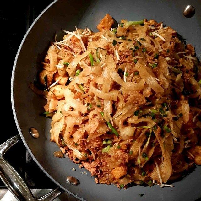 'Phad Thai Koong Sod' (Stir-Fried Thai Noodle with Prawns)