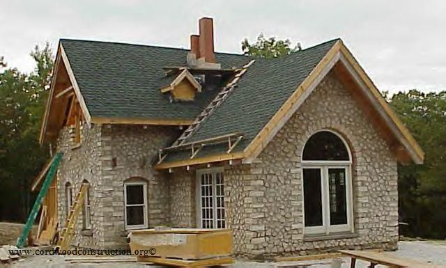 Alan adolphson 39 s cordwood home in maine is a work of art for Contractors for building houses
