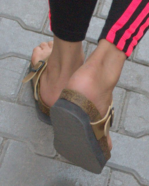 3a0307119b895c Sexy Turkish girls candid feet and face  young turkish girl sexy heels