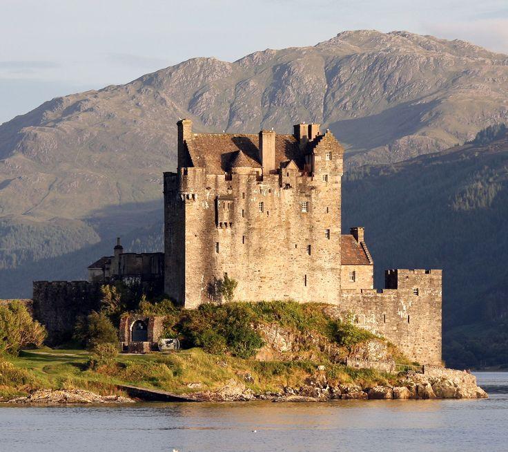 スコットランド・ハイランド地方にあるアイリーン・ドナン城。スコットランドの魅力