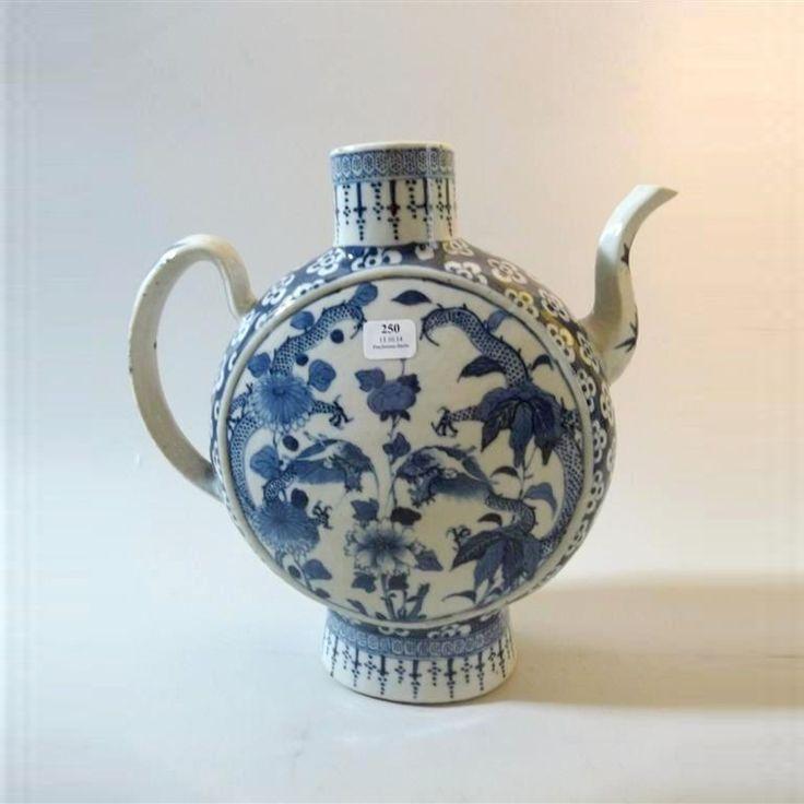 CHINE Verseuse dite « Moon flask ». Fin du XIXe siècle. Fin le 13/11