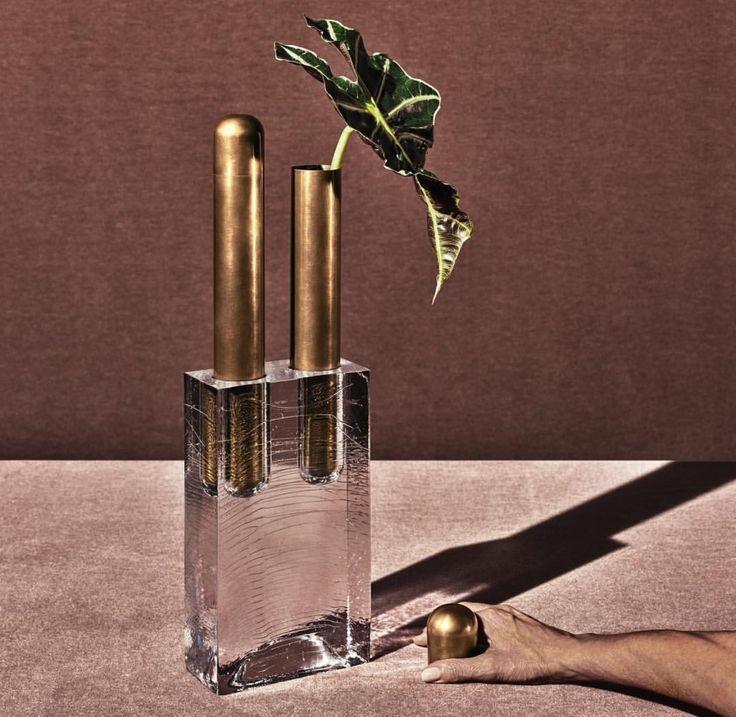 block double vase by apparatus