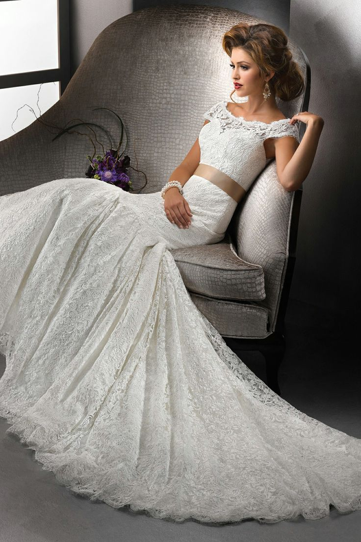 Faddish Scoop Mermaid Lace Wedding Gown With Sash