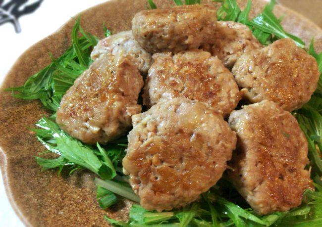 これシューマイ?照りと肉汁が旨い皮なし肉シュウマイがすきっ腹にどん。(糖質13.5 g)
