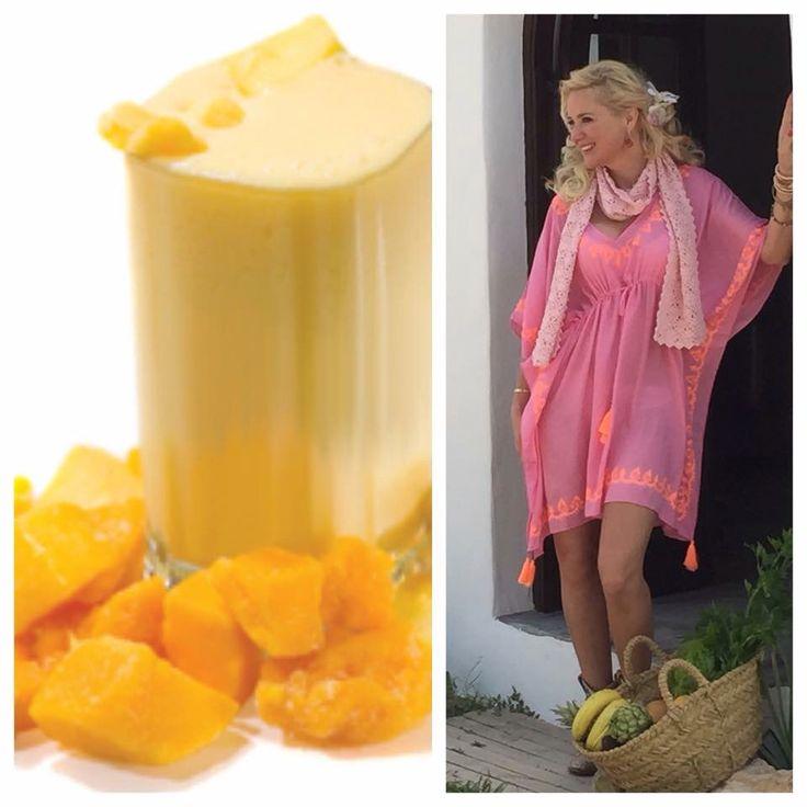 Heerlijk ontbijt, een tropische smoothie! Deze smoothie is voor 2 personen. Ingrediënten 1 mango 1 banaan... 100 ml. magere yoghurt 1,5 dl. sinaasappelsap Banaan, mango, yoghurt en sinaasappelsap in een blender tot een bijna glad geheel pureren. www.sonjabakker.nl