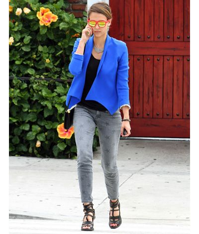 Obsessed with this outfit. Obsessed.Light Pink Blazers, Photos, Celebrities Style, Street Style, Fashion Forward, Alba Style, Blue Blazers, Blue Hoo, Jessica Alba