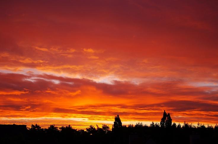 Vurige zonsopkomst in de omgeving van Malden. Foto: @WoutervanBernebeek