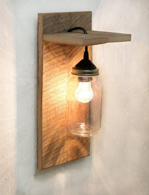 Ce Luminaire Pot Mason Est L Applique Murale Parfaite Pour Rustique Pays Ou Decor De Western Fabri Mason Jar Light Fixture Wood Wall Lamps Mason Jar Lighting