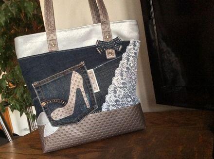 """Sac format cabas ou"""" Tote bag"""" En jean Bleu foncé , simili capitonné taupe irisé , simili argent et de la dentelle blanche pour un côté romantique. Sac  sûr thème Féminit - 19593776"""
