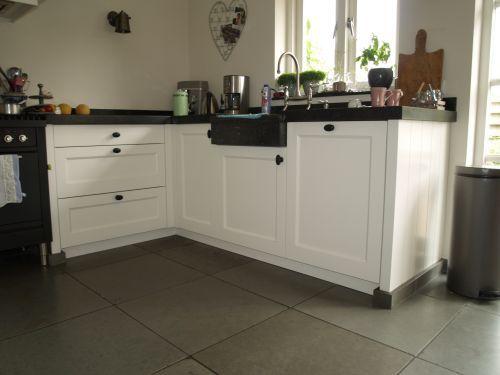 17 beste idee n over houten laden op pinterest koffietafel middenstukken kookeiland - Witte keuken voorzien van gelakt ...