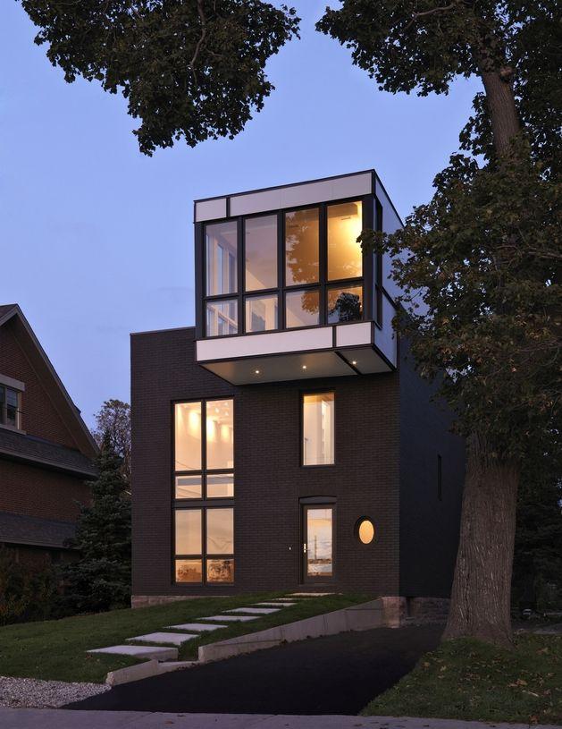 Cette maison est une version complètement réinventée et modernisée de la maison victorienne de l'époque. Les architectes ont ouvert l'espace plus design.