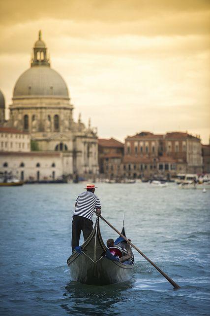 Cerca de Venecia está la Isla Murano. La más reconocida productora de cristal del mundo. Cristal utilizado en la joyería.