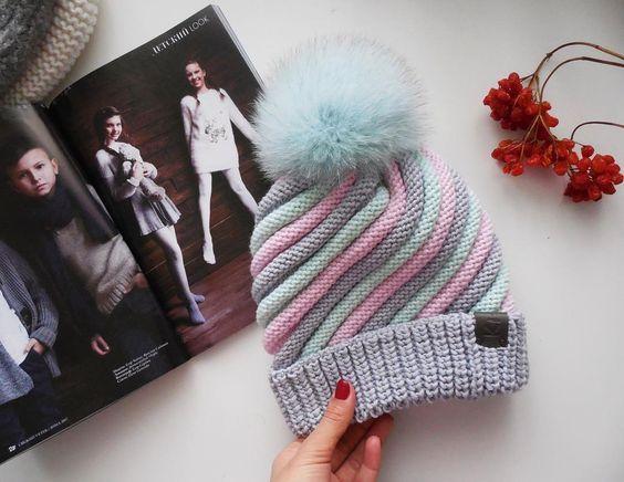 Вы все уже спрашиваете) вот она зефирная шапочка связанная для нереальной красотки ______________________________________ Под заказ... #вашиkikiзаказы #kidsfashion#fashionhat#knithats#kidshat#knit#knitwear#instaknit#fashionknitwear#instababy#вязаннаяшапка#моднаяшапка#шапкадлядевочки#любимаяшапка #ki_ki_knitting_studio