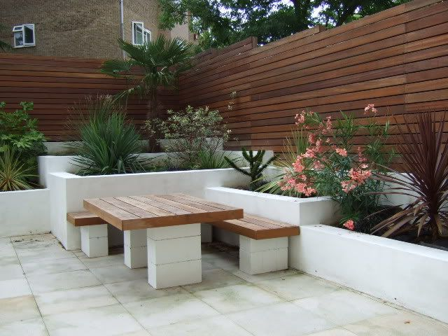 Contemporary Garden Wall - DIYnot.com - DIY and Home Improvement