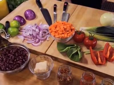 Emeril Green: Cabbage and Red Kidney Bean Soup - HowStuffWorks Video