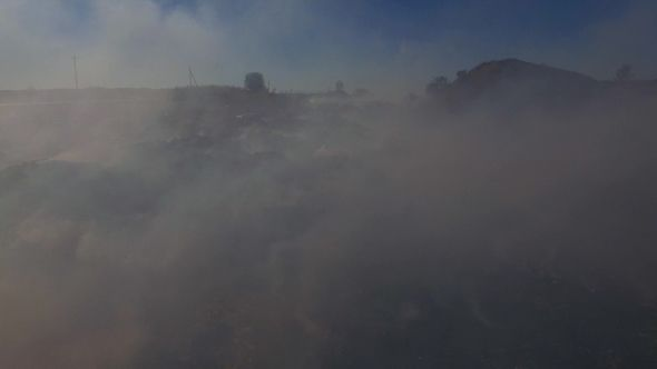Свалка   Big Heap Of Trash Burning Polluting Atmosphere