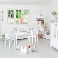 Spjälsäng och möbler från Oliver furniture