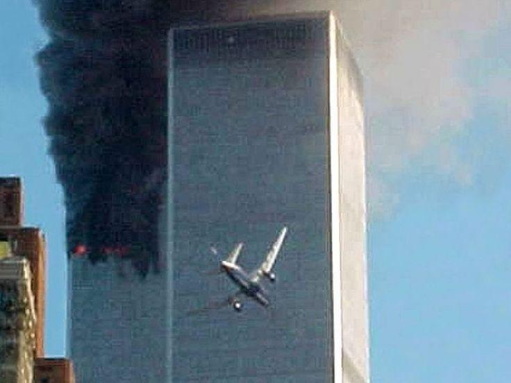 Americanii comemorează cel mai înspăimântător atentat din istoria lor. Acum 16 ani, patru comandouri de islamiști deturnau tot atâtea avioane de linie, ca să le zdrobească în inima democrației americane.  Două dintre ele au lovit turnurile gemene de la World Trade Center din New York, iar al treilea s-a izbit de o aripă a Pentagonului.   #atentat terorist america #atentat terorist septembrie 2001 #atentat terorist sua 11 septembrie 2001 #atentate #atentate 11