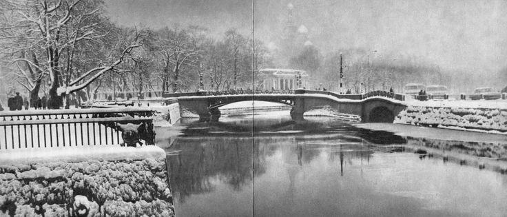 Мойка у Инженерного замка. Вдали – Первый Садовый мост, справа от него – Нижне-Лебяжий / The Moika near Engineers' Castle. In the distance, First Garden Bridge; on its right, Lower Swan Bridge