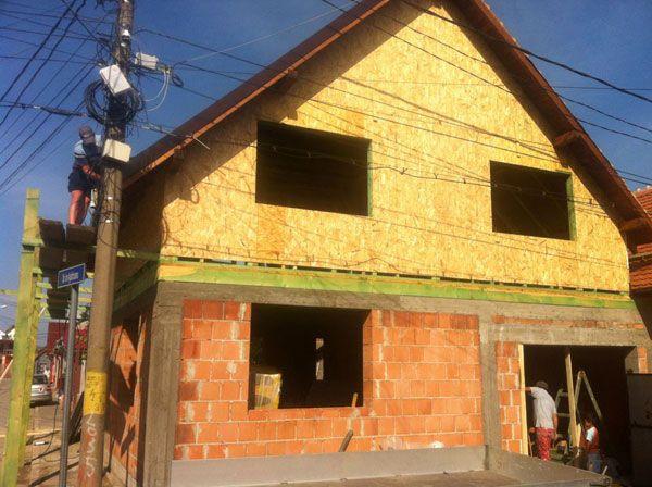 Constructii case pe structura mixta, supraetajari case cu mansarde din lemn. Portofoliu lucrari si galerie poze: www.caselemnbarat.ro/constructii-case-structura-mixta/