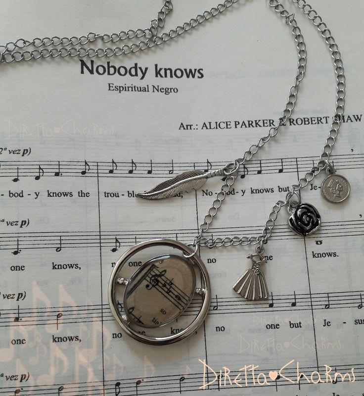 Collar largo en acero con dije en acero y zamak, dijes en resina. Personalizalo como quieras!!! $18.000 cop.  Diretta ♥ Charms Accesorios que resaltan tus encantos.  Info wtp + 57 3127080891. Envíos nacionales e internacionales.  #DirettaCharmsAccesorios #DirettaAccesorios #collar #beautiful #beautifulday #artist #like #musica #newcollection #new #musical #socute #dress #rose #coin #feather #resin #art #fashion #exclusive #design #designer #silver #clavedesol #handmade #jewelry #inspiration