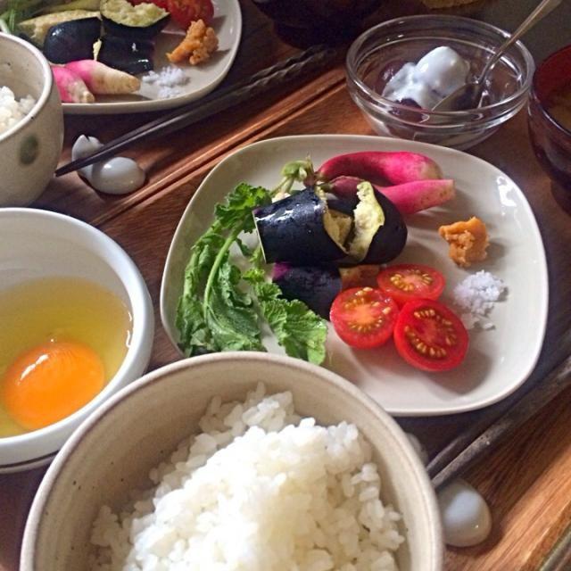 今日は和食。 - 21件のもぐもぐ - 卵かけご飯、二十日大根・水ナス&プチトマト、お味噌汁、巨峰&ヨーグルト by char