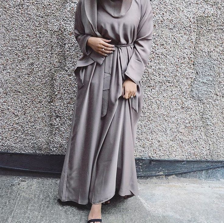 IG: EssexRockstar wearing @RoohayaCollection || BeautiifulinBlack || Modern Abaya Fashion ||