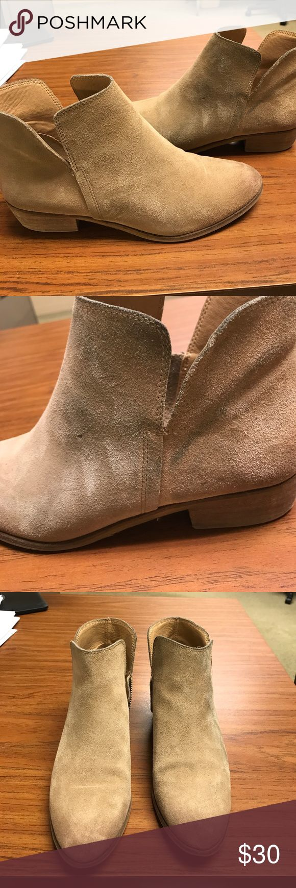 "Splendid Hampton suede bootie in sand, size 9 Splendid Hamptyn Suede ankle Chelsea bootie in ""sand"" color, size 9. Right bottle has some marks as shown. Used but still good wearable condition. List price is set with condition in mind and is firm. Splendid Shoes Ankle Boots & Booties"