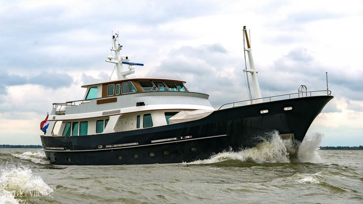 De Vries Lentsch 90  This modern yet classical yacht offers 3 spacious cabins with good headroom throughout the interior, offering room for up to 6 guests and a separate crew area with 2 cabins. She is easy to operate with her unmanned engine room, and easy to maneuver with her hydraulic stern/bow thruster, variable pitch propeller and river autopilot. Furthermore she has zero speed and underway stabilizers.  #yacht #forsale #devrieslentsch…