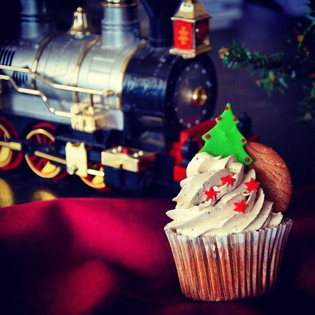 5 μέρες για τα Χριστούγεννα & το Xmas cupcake φόρεσε τα γιορτινά του!