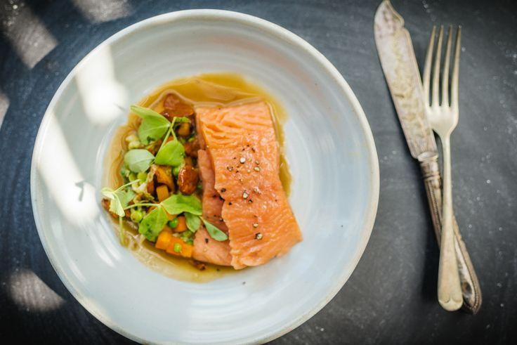 Tom+Kitchin+recipe:+Confit+of+wild+salmon,+ragout+of+girolles