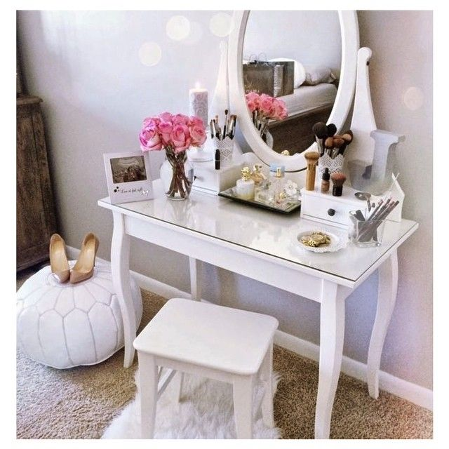 AN ABSOLUTELY PERFECT GIRLS BEDROOM, WITH THE LOVELY DRESSING TABLE AND STOOL!! - I CAN JUST IMAGINE HOW HAPPY A LITTLE GIRL, OR  MAYBE AN OLDER ONE, WOULD BE IN THIS ROOM!! - JUST SO PRETTY!!