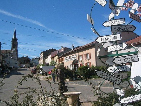 I villaggi del libro in Francia e Inghilterra, cartelli a Fontenoy-la-Joûte