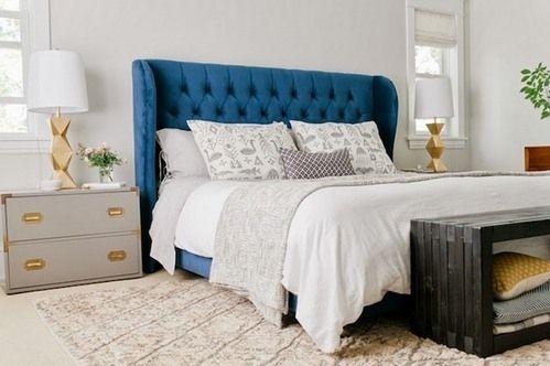 синяя кровать в интерьере