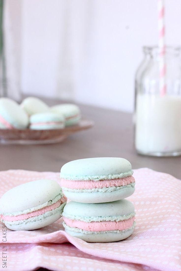 Macarons au chocolat blanc et confiture de fraise