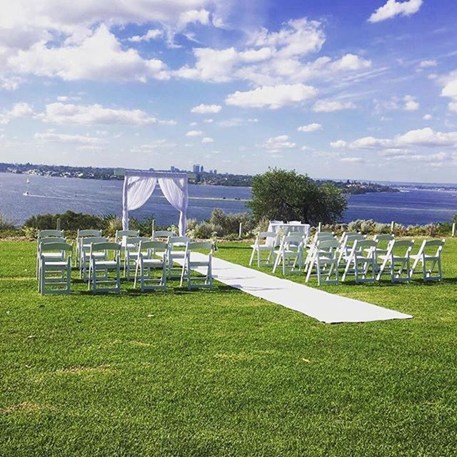 The perfect backdrop with @picnicweddingsperth ☀️Offering a range of ceremony packages & custom packages. . #perthweddings #perthpicnics #theweddingnetwork