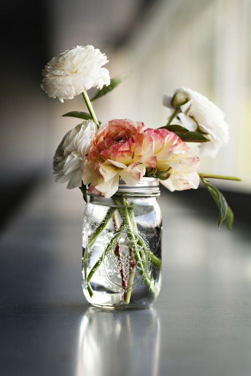 mason jars flowers.: Ball Jars, Diy Ideas, Rose, Flowers Arrangements, Simple Flowers, Fresh Flowers, Mason Jars, Cut Flowers, Floral
