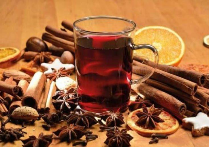 Cómo hacer vino aromático, tipo Glühwein. Este vino es tradicional en Alemania, y otros países de Europa cuando llega el frío. Se suele tomar en Navidad.